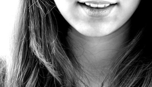 発言のあとに舌が動くのは嘘のサイン